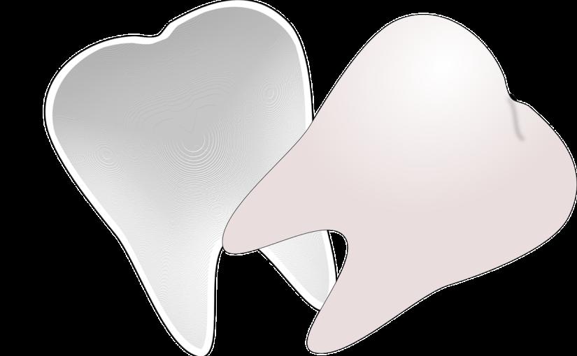 Śliczne urodziwe zęby również wspaniały prześliczny uśmieszek to powód do dumy.